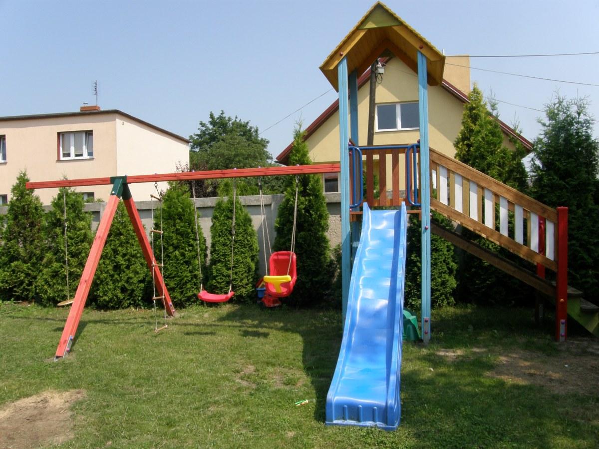 Drewniane place zabaw na użytek prywatny - zestawy zabawowe