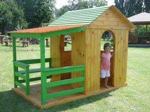 Drewniane place zabaw - Domki dla dzieci